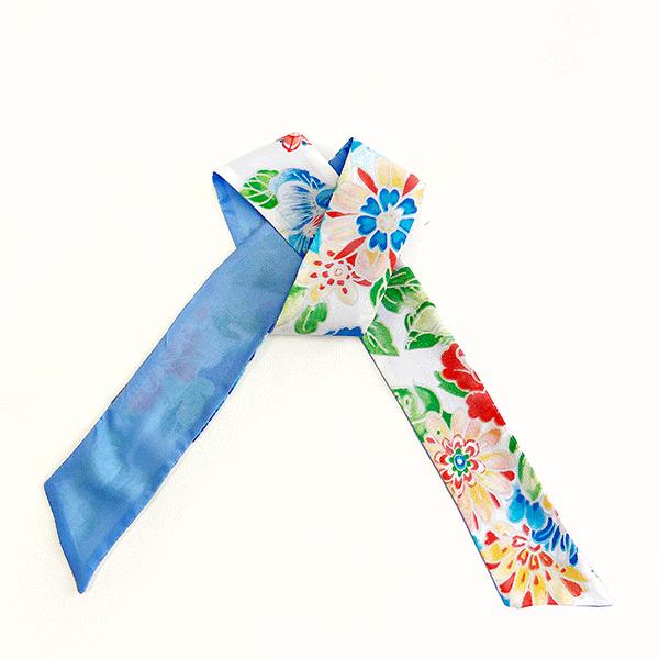 foulard en soie motif fleuri