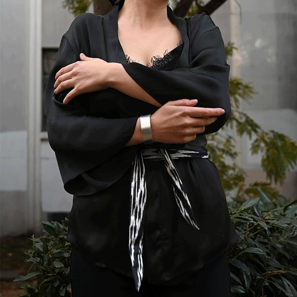 Kimono en soie et sa ceinture à la taille