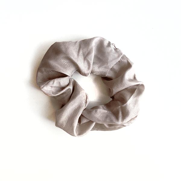 chouchou satin de soie gris