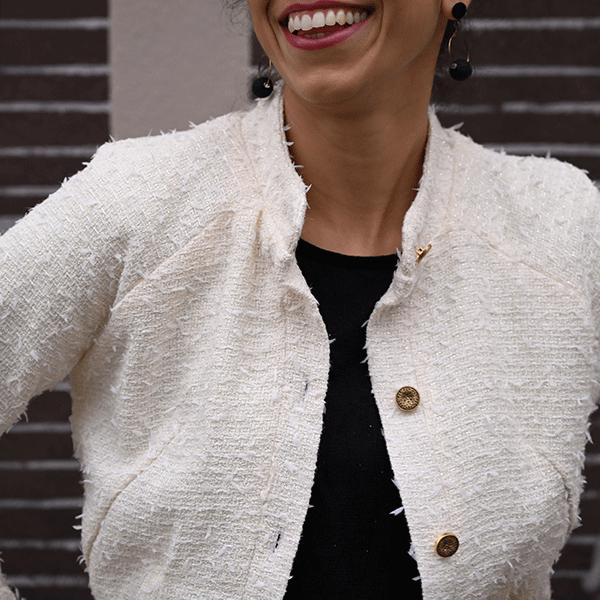 femme qui porte une veste en tweed bahor